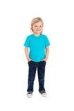 在白色隔绝的蓝色T恤杉的微笑的小女孩 免版税库存图片