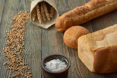 在白色隔绝的被分类的面包 免版税库存照片