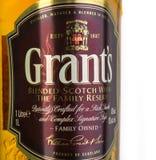 津贴在白色隔绝的被混和的威士忌酒 免版税库存照片