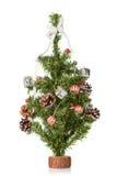 在白色隔绝的装饰的圣诞节杉树 免版税库存图片