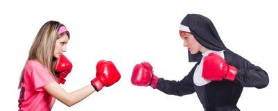 在白色隔绝的运动员和尼姑拳击 免版税库存照片