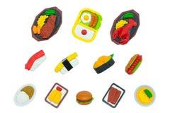 在白色隔绝的逗人喜爱的美国和日本食物橡胶玩具 免版税库存照片