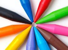 在白色隔绝的颜色蜡笔 库存图片