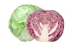在白色隔绝的鲜美绿色和红叶卷心菜 免版税库存图片