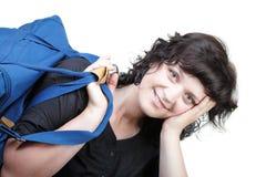 妇女微笑nd被隔绝的有肩带的女用手提包 免版税库存图片