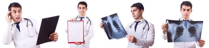 在白色隔绝的年轻男性医生 免版税库存图片