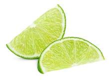 在白色隔绝的绿色石灰柑桔楔子  免版税库存图片