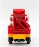 在白色隔绝的黄色水泥搅拌车卡车玩具 库存照片