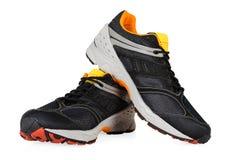 在白色隔绝的黑运动鞋 免版税库存照片