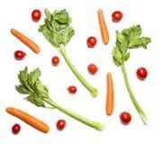 在白色顶视图和红萝卜隔绝的西红柿、芹菜 免版税库存照片