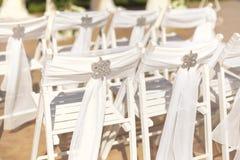 在白色颜色的婚礼装饰 图库摄影