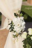 在白色颜色的婚礼装饰 免版税库存照片
