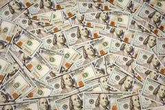 在白色,宏观射击的新的美国100美金 S 100个票据美元 免版税库存照片