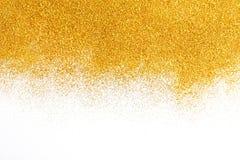 在白色,抽象背景的金黄闪烁沙子纹理 库存图片