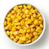 在白色从上面隔绝的碗罐子新鲜玉米 库存照片