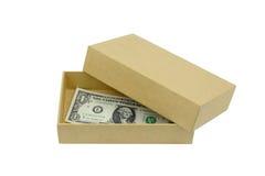 在白色backgdround隔绝的纸板箱的金钱 免版税库存照片