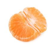 在白色backgr隔绝的被剥皮的蜜桔或普通话果子一半 免版税库存照片