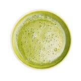 在白色backgrou隔绝的热的matcha绿茶泡沫顶视图  免版税库存照片