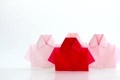 在白色origami衬衣纸中的一红色,独特的个性a 库存图片