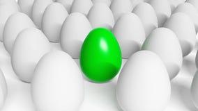 在白鸡蛋之中的绿色复活节彩蛋 免版税库存照片