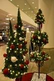在百货商店的圣诞节 免版税库存图片