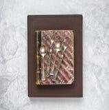 在的古色古香的银器旧书 免版税库存图片