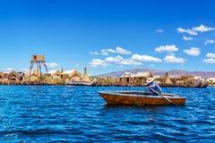 在的喀喀湖的划艇 库存照片
