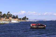 在的喀喀湖的空的轮渡Tiquina的,玻利维亚 免版税库存图片