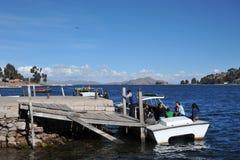 在的喀喀湖的轮渡服务 图库摄影