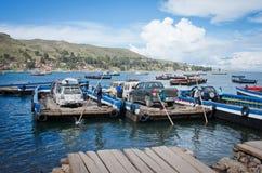 在的喀喀湖,玻利维亚的轮渡服务 库存照片