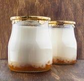 在的希腊酸奶玻璃瓶子 图库摄影