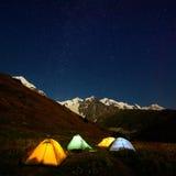 在的帐篷在高加索谷 免版税库存图片