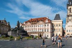 在的扬・胡斯纪念品布拉格老镇中心  库存图片