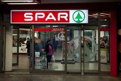 在的晶石商标他们的一个超级市场 晶石是零售商和批发商荷兰特权,经营全世界 免版税库存图片
