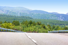 在的涂柏油的路在Etna附近的山 库存图片