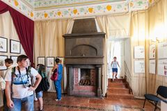 在的燕子巢城堡里面的人们在克里米亚 免版税库存图片