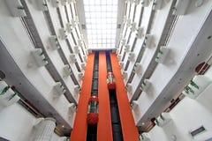 在的现代电梯风景贸易商旅馆,中国 库存图片