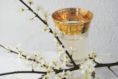在的美味的土耳其茶一点teaglass 免版税图库摄影