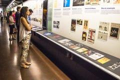 在的葡萄牙语言博物馆里面的人们 免版税库存图片