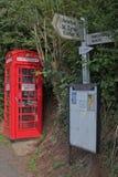 在的被即兴创作的书籍交换交叉路在德文郡英国 库存照片