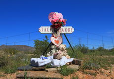 在的路旁十字架Arizona/USA的交叉路 免版税图库摄影