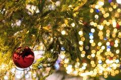 在的里雅斯特正方形的圣诞节球  免版税库存照片