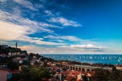 在的里雅斯特海湾的Barcolana赛船会  免版税库存照片