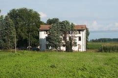 在的里雅斯特(意大利),风景附近的老农场在夏天 免版税库存照片
