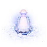 在的香水玻璃瓶和珍珠在白色成串珠状 免版税库存照片