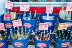 在的购物的饮料 免版税库存照片