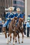 在皇家婚礼的支架的前皇家卫兵 免版税库存图片