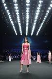 在皇家模范的时装表演新的汇集` SIRIVANNAVARI `和` S ` Homme Spring//Summer 2017年` 库存照片