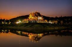 在皇家穹顶宫, Chiangmai省,泰国的微明 免版税库存图片