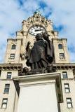在皇家肝脏Buil前面的阿尔弗莱德刘易斯琼斯先生纪念品 免版税图库摄影